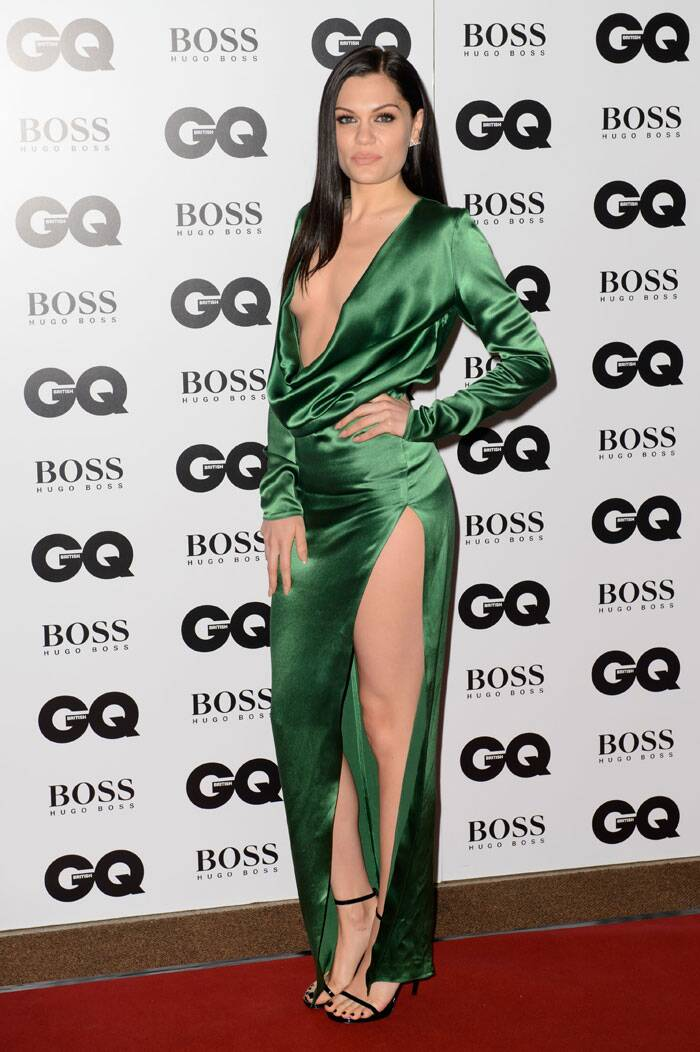 Singer Jessie J was stunning in an emerald green gown with a plunging neckline and thigh-high slit. Neutral makeup and ankle-strap heels finished off her look. (Source: AP)