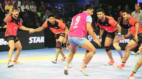 Jaipur Pink Panthers' Maninder Singh in action during the final of the Pro-Kabaddi League in Mumbai on Sunday. (Source: Dilip Kagda)