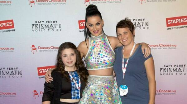 Katy Perry, center, with local student and teacher from Lent Elementary School, left to right, Mylea Landeros and Rebecca Rothery, backstage at the Moda Center during her Prismatic World Tour performance on Friday, Sept. 12, 2014 in Portland. (Source: AP)