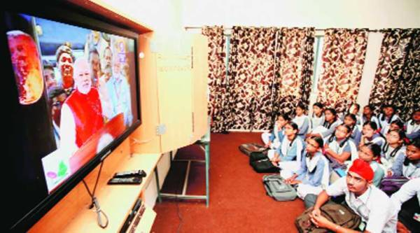 Students at Government School PAU watch the Mars mission live on Wednesday. (Source: photo by Gurmeet Singh)