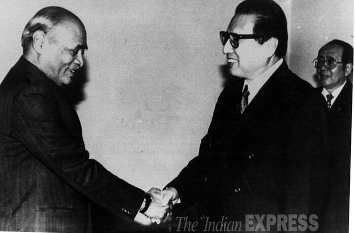 Prime Minister PV Narasimha Rao had a meeting with the Chairman National people's  congress Diao Shi at the Fujian hall of the Great hall of people in Beijing on 07.09.1993. (Source: Agency photo)