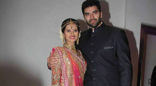 'Chennai Express' baddie 'Thangabali' aka Nikitin Dheer tied the knot with TV actress Kratika Sengar in Mumbai. The marriage was attended by their family members and the reception hosted in the evneing was attended by  celebrities from the Indian Television and movie world.(Source: Varinder Chawla)