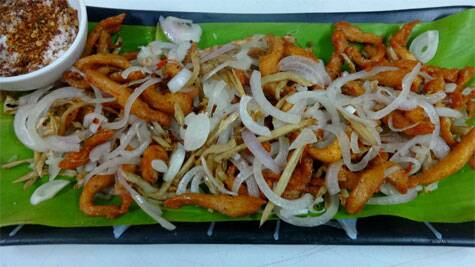 Aksa Kangam: Shredded chicken dry fry served with Raja Mircha powder (Source: IANS)