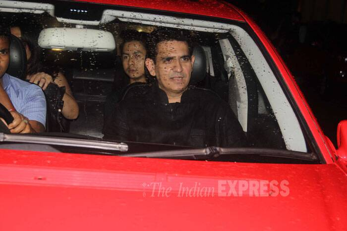 Mary Kom's director Omung Kumar arrives with his friends and family for the film screening. (Source: Varinder Chawla)