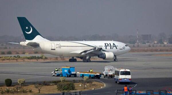 Dawn reported that  11 of the 14 crew members of PK-758 flight brought over 20 iPhones-5S (worth over Rs 105,000 each) from London on Friday. (Source: Reuters)