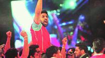 Abhishek Bachchan with his team Pink Panthers