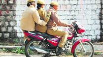 Traffic police drive against cops who breakrules