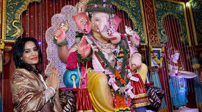 PHOTOS: Poonam Pandey prays to Lord Ganesha