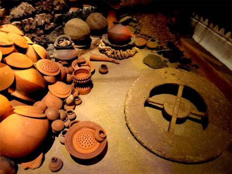 Potters from Bastar, featured under the Guest state section (Source: Swasti Pachauri)