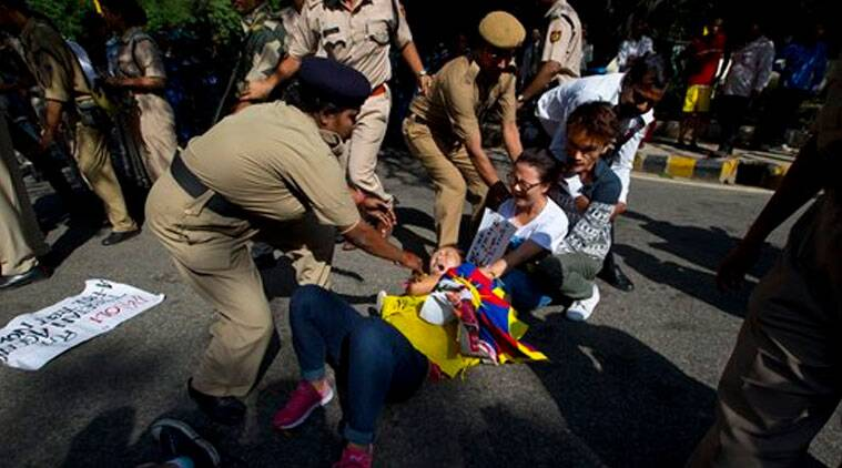 Police detain Tibetan youth activists during a protest to highlight Chinese control over Tibet, outside the Taj Palace hotel where Chinese President Xi Jinping is staying, in New Delhi, Friday, Sept. 19, 2014. (Source: AP photo)
