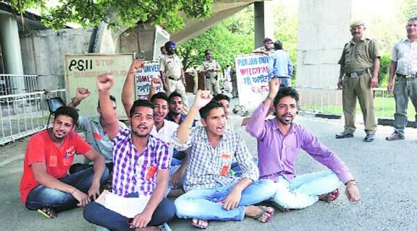 Members of PUSU protest outside PU's Administration Block in Panjab University on Saturday. (Source: Express photo by Jaipal Singh)