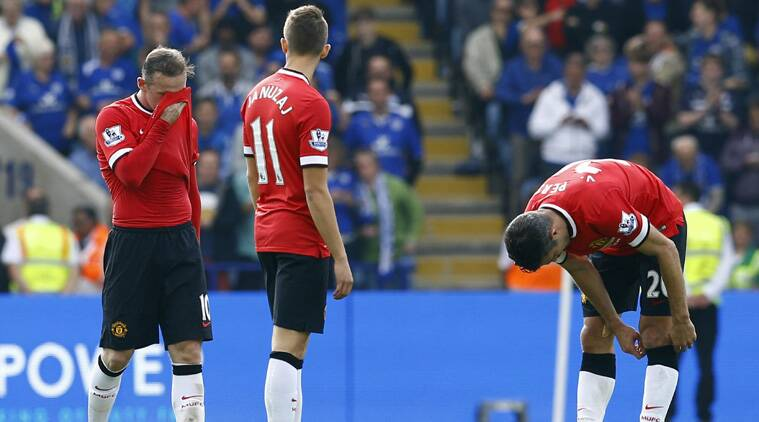 Captain Wayne Rooney cannot bear to watch after Leonardo Ulloa cracked in Leicester'f fifth goal from the spot on Sunday afternoon (Source: Reuters)