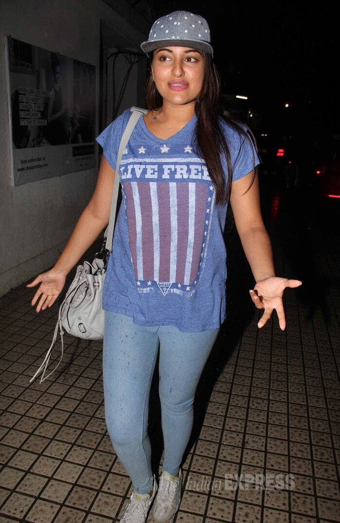Sonakshi was chilled out in blue leggings, T shirt and a baseball cap. (Source: Varinder Chawla)
