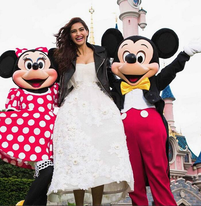 With Sonam Kapoor's 'Khoobsurat' being produced jointly with Disney, the actress visited Disneyland to feature in a video in-character as 'Mili'. Styled by her sister and co-producer of the film, Rhea Kapoor, Sonam sported four looks at Disneyland. Here are a few of her Disneyland trip pictures which she posted on Instagram. <br /> Sonam Kapoor opted for a white frilly Delpozo bridal dress which she wore with a jacket.