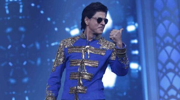 """SRK is all set to embark on World tour with the """"Happy New Year"""" team."""