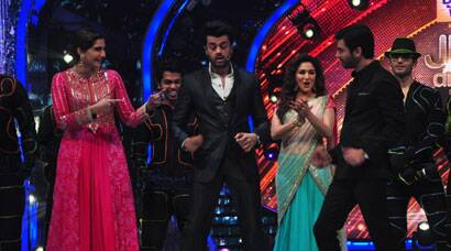 PHOTOS: Madhuri Dixit, Sonam Kapoor have a dance off on Jhalak Dikhhla Jaa?