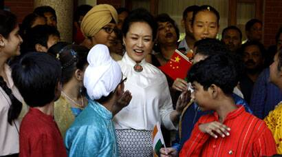 China's first lady Peng Liyuan visits Delhi school