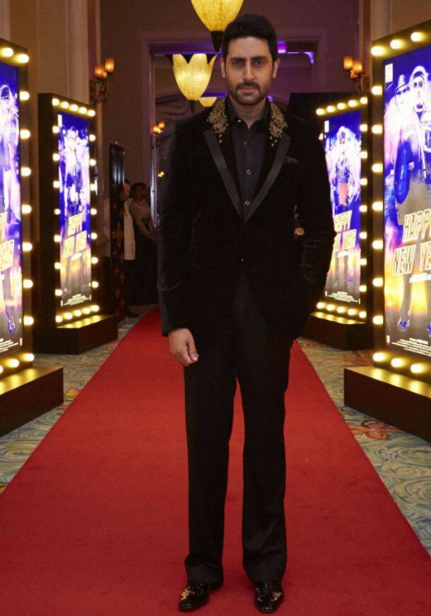 Shah Rukh Khan, wife Gauri, Deepika deck up for 'Happy New Year's Dubai premiere