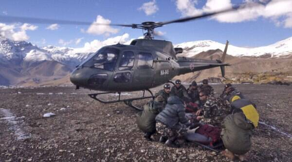 In this photo provided by the Nepalese army, soldiers prepare to airlift an avalanche victim in Thorong La pass area, Nepal, Wednesday, Oct. 15, 2014. (Source: AP)