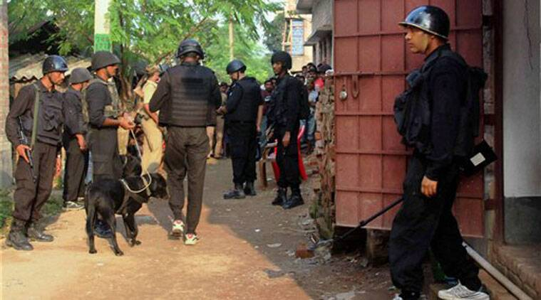 NSG commandos investigates Burdwan blast case at Badshahi Road, in Burdwan on Friday. (Source: PTI)