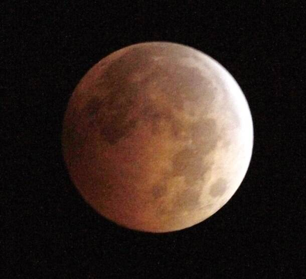 'Blood moon' eclipse graces pre-dawn skies