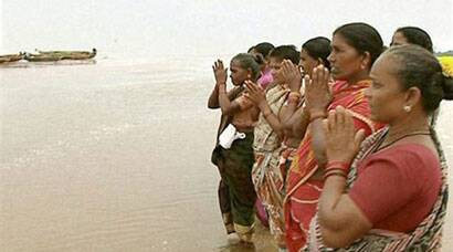 Cyclone Hudhud: Seaside villagers get vigilant, evacuate places