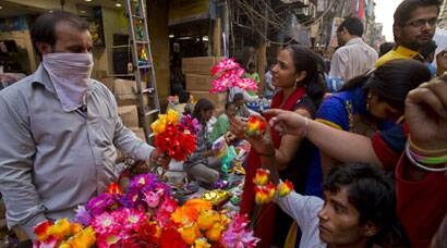 India gets into 'Diwali' mood; people flock to markets