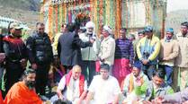 CM Rawat trumps BJP with Ramdev's Kedarnath visit