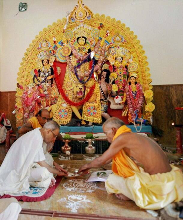 Pranab Mukherjee celebrates Durga Puja with family