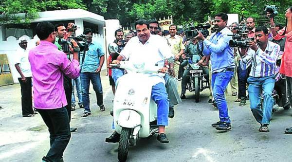 Nitin Gadkari arrives at Mohan Bhagwat's residence in Nagpur. He sparked a small controversy for riding without a helmet.(Express)