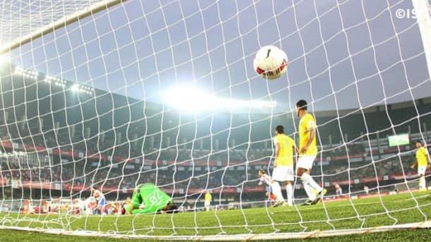 Indian Super League: Virat Kohli, Anushka Sharma enjoy football; FC Pune City register maiden win