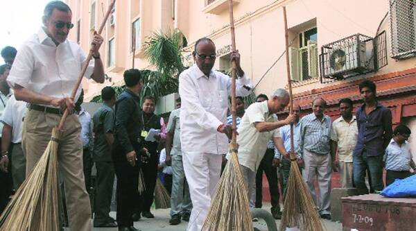 Heavy Industries Minister Anant Geete at a cleanliness drive at Udyog Bhavan in New Delhi on Wednesday. Source: Prem Nath Pandey