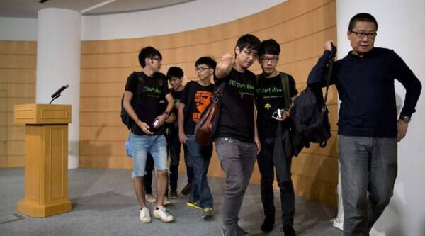 Occupy Central civil disobedience movement founder Chan Kin-man, right, and student leaders from second right, Nathan Law, Alex Chow, Joshua Wong, Lester Shum and Eason Chung, leave the news conference after their talks with the Hong Kong government officials in Hong Kong Tuesday, Oct. 21, 2014. (Source: AP)