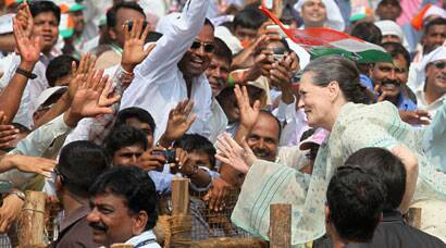 Sonia Gandhi hits campaign trail in Maharashtra