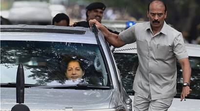 Jayalalithaa walks out of Bangalore Jail
