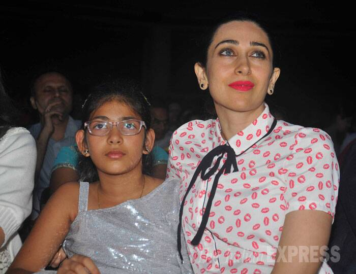 Bollywood diva Karisma Kapoor was seen with her daughter Samaira at the finale of Shiamak Davar's Flagship Show 'Winter Funk'. Samaira was supposed to perform with her group at the event. (Source: Varinder Chawla)