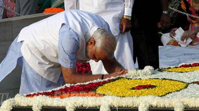 On Gandhi Jayanti, PM Modi pays tribute at Rajghat and Vijayghat