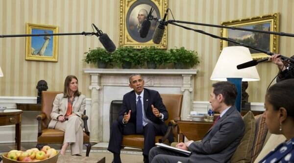 President Barack Obama speaks to the media while meeting with members of his team coordinating the government's Ebola response. (Source: AP photo)