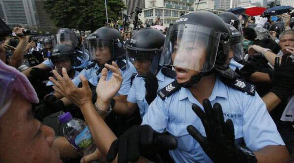 Police try to hold back pro-democracy student protesters during a scuffle on Friday. (Source: AP photo)