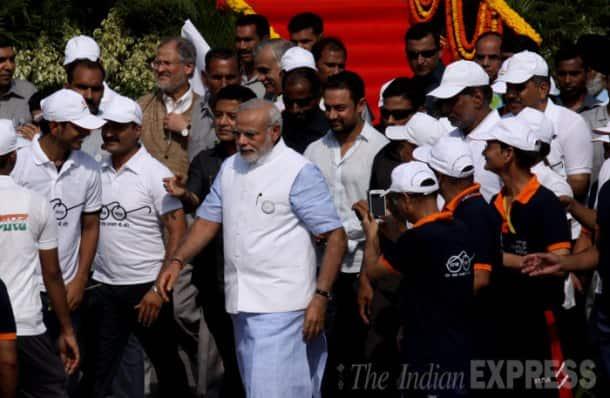 Narendra Modi launches 'Swachh Bharat Abhiyan' on Gandhi Jayanti