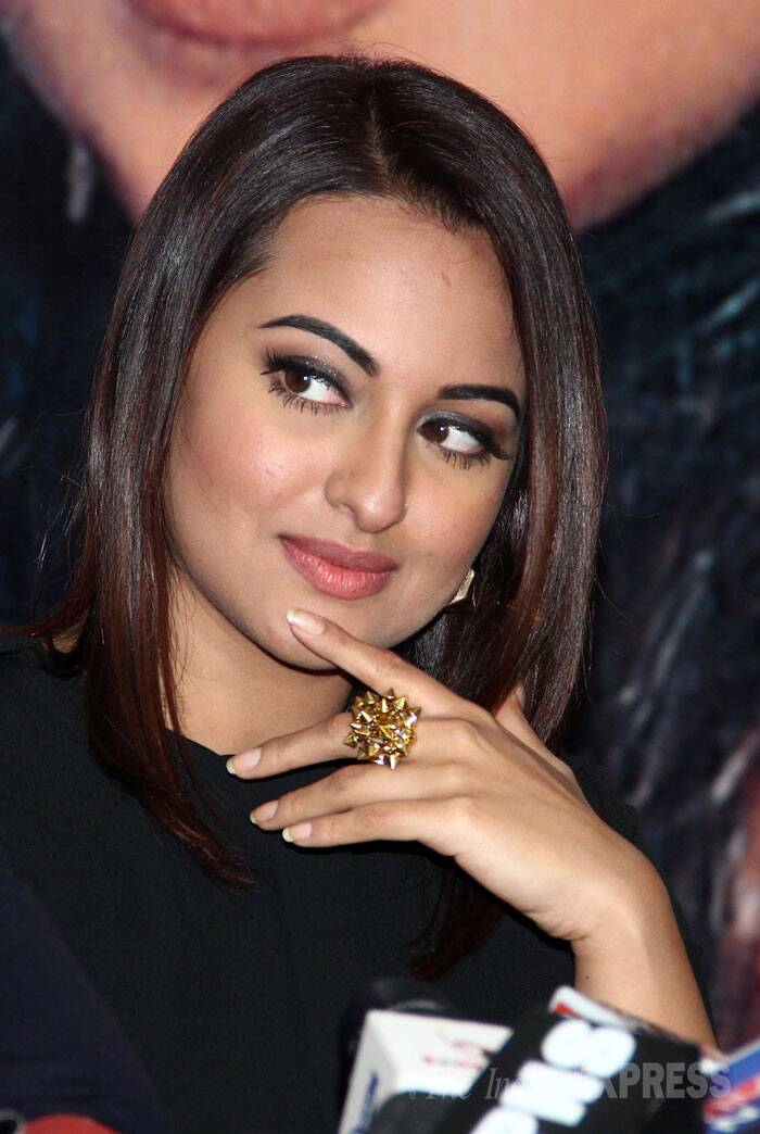 Photos Sonakshi Sinha Ajay Devgn Shake A Leg With