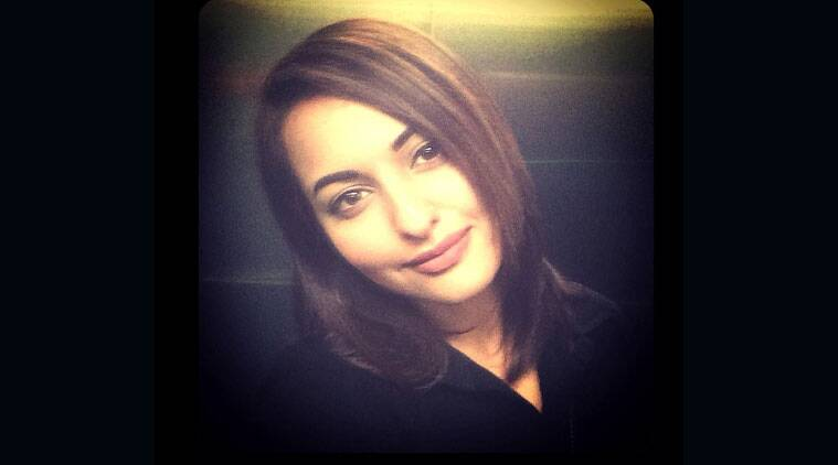 Sonakshi sinha debuts short haircut the indian express actress sonakshi sinha who has always sported long locks has opted for a shoulder winobraniefo Choice Image