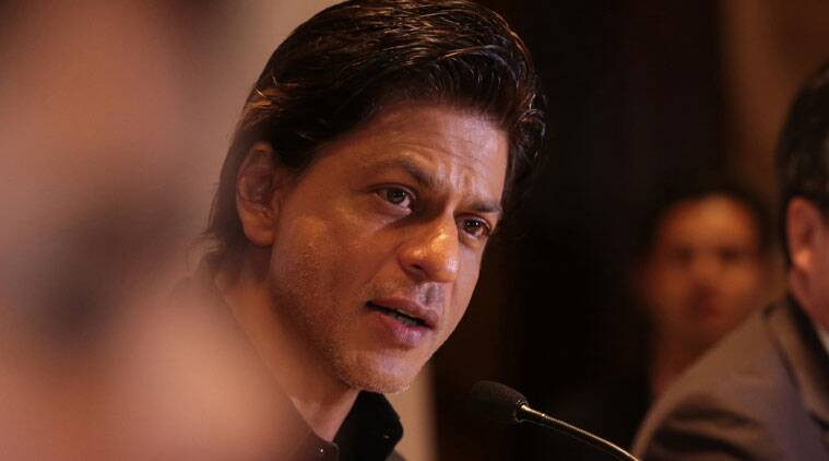 Shah Rukh Khan apologised to the media and asked them to stay back.