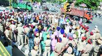Deadline missed, TET pass teachers burn govt effigy