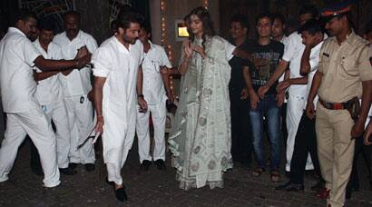 Anil Kapoor, Sonam celebrate Diwali with fans