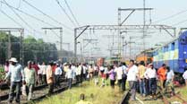 One injured as train hits tractor at level crossing inJunagadh