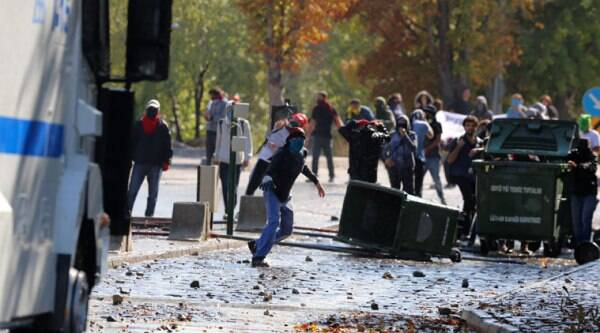 Students of Middle East Technical University and riot police clash in Ankara, Turkey, Thursday, Oct. 9, 2014, during protests against Islamic State group and the Turkish government. (Source: AP photo)