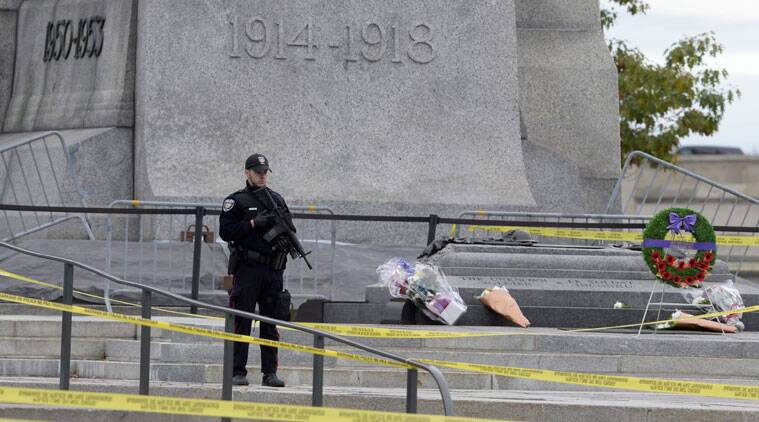 A police officer guards the National War Memorial in Ottawa, Ontario, on Thursday, Oct. 23, 2014. (Source: AP)