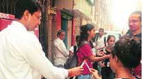 Professor, students pay tributes to 26/11martyrs