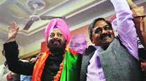 'Disillusioned' by AAP, Dhir joins BJP